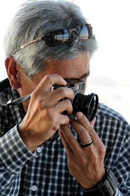 """MÉXICO, D.F., 29MAYO2009.- El fotógrafo mexicano, Marco Antonio Cruz, resultó ganador de The Grange Prize 2009, certamen único en su tipo donde el premio es determinado totalmente por el público. """"En la fotografía documental, dice Cruz, ganador de The Grange Prize 2009, hay que llegar al corazón de las cosas. Sin embargo, no todos tienen la capacidad, la mirada y el compromiso de profundizar en los temas sociales"""". FOTO: JULIA VIZCARRA/CUARTOSCURO.COM"""