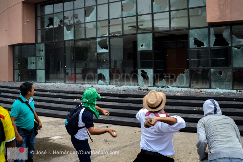 Estudiantes de la Escuela Normal Rural de Ayotzinapa Estudiantes de la Normal Rural